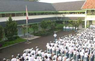 Riau Terapkan Sekolah Gratis SMA dan SMK Mulai 2020