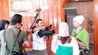 Film 'Dendam Cinta' Sutradara Parlindungan Goes to Campus
