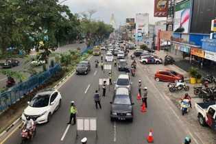 Hari Pertama PSBB di Pekanbaru, Mobil dan Motor Diperiksa di Pintu Masuk