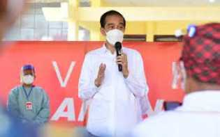 Bertolak ke Riau, Jokowi Tinjau Vaksinasi Massal & Proyek Jalan Tol