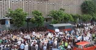 Massa Mulai Berdemo di Bawaslu