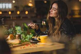 6 Tips yang Bisa Anda Lakukan Saat Makan Agar Cepat Langsing