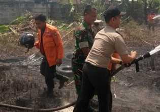 Lahan Kosong di Permukiman Padat Pekanbaru Dibakar, Warga Panik