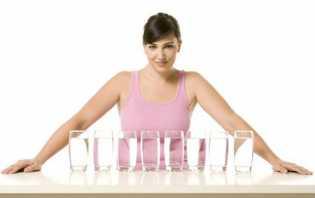 5 Manfaat Minum Air Putih saat Bangun Tidur