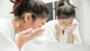 Jangan Lupa Cuci Muka Usai Bangun Tidur, Ini 5 Manfaatnya