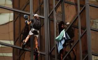 Ingin Bertemu Donald Trump, Nekat Panjat Trump Tower