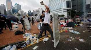 Hong Kong Rusuh, Sahamnya Berguguran