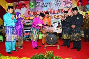 Berbagai Suku Tampil di Festival Timang-timang Mandau