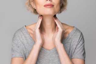 7 Cara Mengatasi Tenggorokan Gatal secara Alami dan Pakai Obat