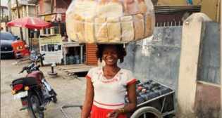 Kisah Beruntung Penjual Roti Jadi Model Terkenal