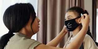 Alasan Mengapa Tetap Perlu Menggunakan Masker Walau Sudah Divaksinasi