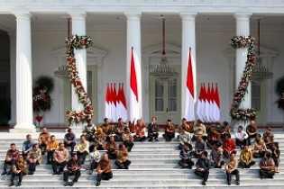 Sidang Kabinet Perdana, Presiden Jokowi : Mau Debat di Dalam Rapat, Saya Dengarkan