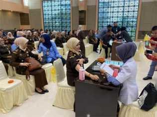 Antisipasi Penyebaran Covid-19 di Lingkungan Kejati Riau, Seluruh Pegawai Divaksinasi