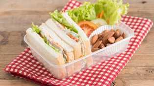 Baca 4 Hal Penting Ini Saat Pakai Wadah Plastik untuk Makanan