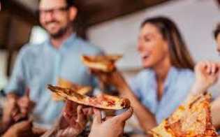 Klaster Tempat Makan Kian Merebak, Kenali Tingkat Risikonya