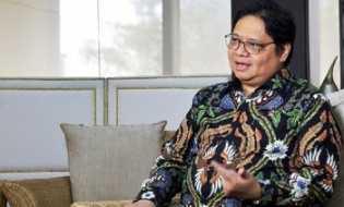 Menko Airlangga Targetkan 70 Persen Masyarakat Divaksinasi Covid-19