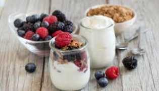 Sarapan Yogurt Bantu Sehatkan Pencernaan dan Kendalikan Nafsu Makan