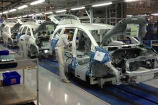 Penyebab Banyak Pabrikan Otomotif Hengkang dari Indonesia