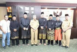 Kemajuan Melayu, LAMR Serahkan Dua Dokumen kepada Gubri