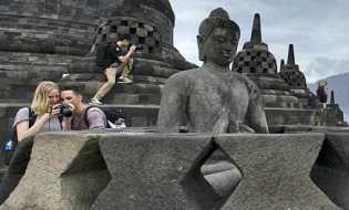 Dianggap Lecehkan Candi Borobudur, Red Bull Diminta Segera Minta Maaf