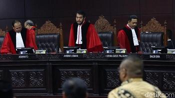 Kejar-kejaran MK Vs Presiden Soal UU KPK: Judicial Review Vs Perppu